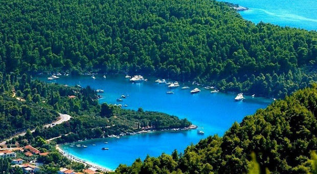 "(EN) ""Mamma Mia!"" Film Director Appeals To Tourism Minister Against Coastal Development Plans In Greece"